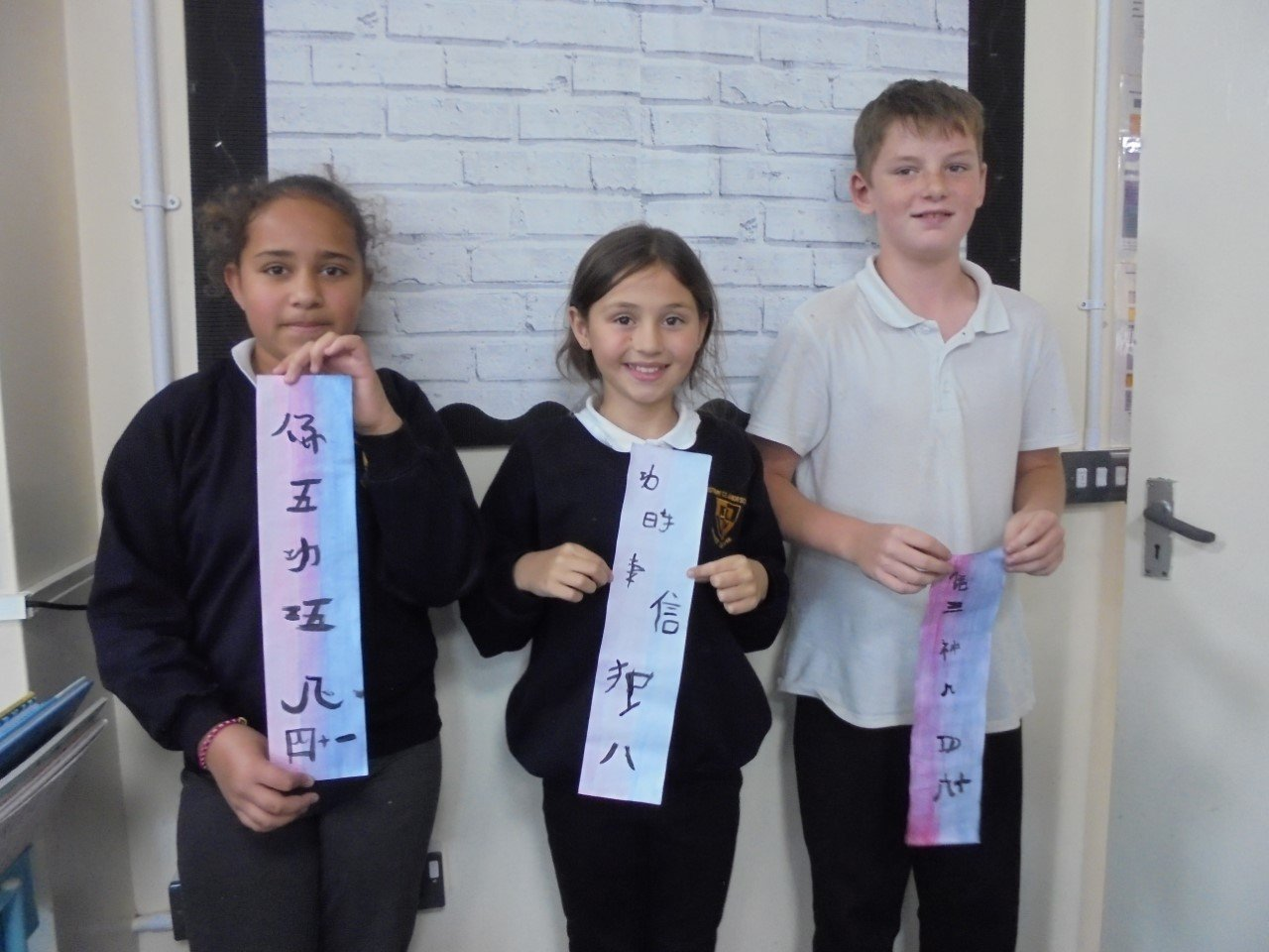 Y6 Gallery We loved learning Mandarin for Day of Languages, especially trying to use chopsticks!